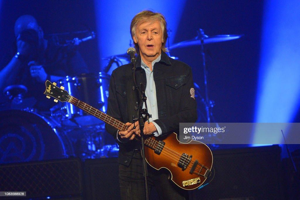 Paul McCartney Performs At The O2 Arena : Foto di attualità