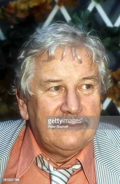 Sir Peter Ustinov, Schauspieler, Porträt, geb.: 16. April 1921, Sternzeichen: Widder, , Portait, Bart, Anzug, Schlips, Krawatte, LD,;