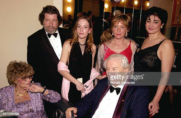 Sir Peter Ustinov with his wife Helene his son Igor his daughter Klara his daughter Andrea and Igor's wife