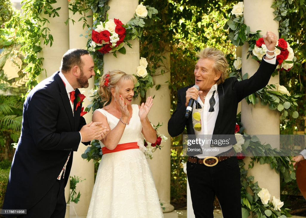 Dream Wedding Saved With Surprise Performance By Sir Rod Stewart At Caesars Palace : News Photo