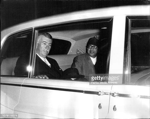 Sir Roden Cutler welcoming The King amp Queen of Nepal on their arrival at Sydney tonight April 28 1971