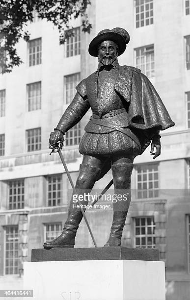 Sir Walter Raleigh statue Whitehall London 19591980 Bronze statue of Sir Walter Raleigh Elizabeth I's pirate The statue was later moved to the Royal...