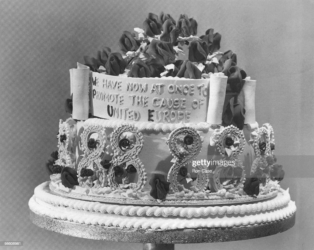 Churchills Birthday Cake Nachrichtenfoto