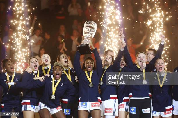 Siraba Dembele and the team of France celebrate with the trophy after the IHF Women's Handball World Championship final match between France and...
