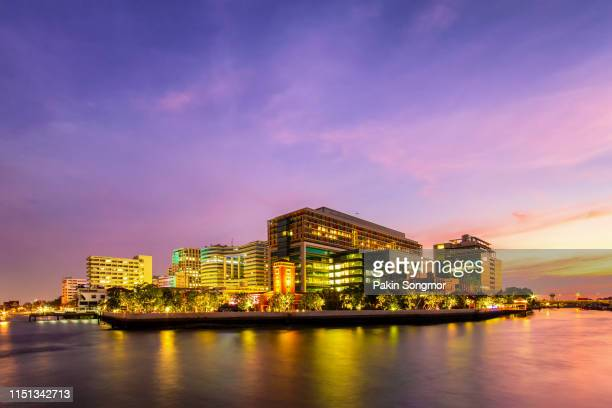 siriraj hospital public hospital at twilight time in the chao phraya river - siriraj hospital stock pictures, royalty-free photos & images