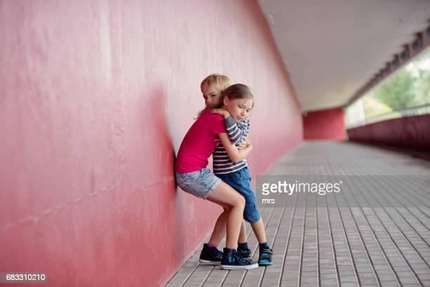 sister embracing her little brother - seulement des enfants photos et images de collection