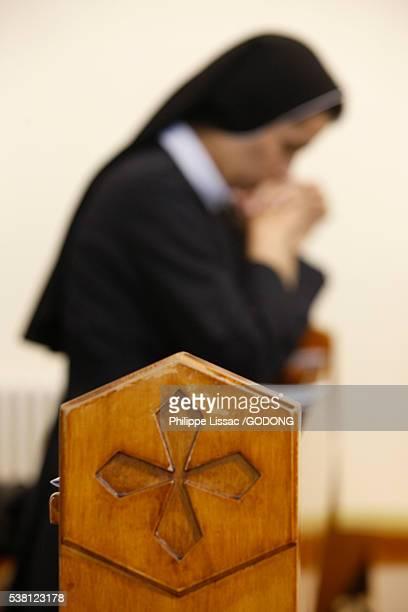 sister of the rosary - 聖職服 ストックフォトと画像