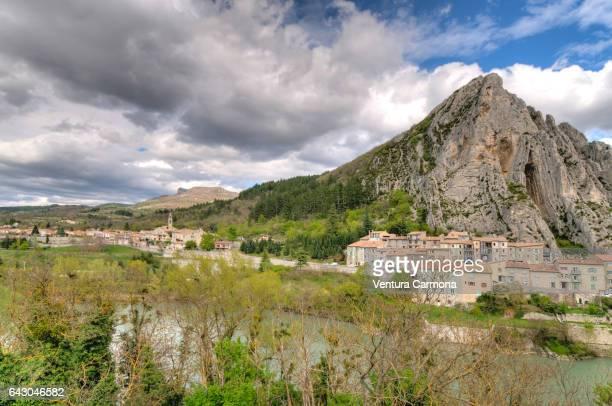 sisteron (rocher de la baume) - france - alpes de haute provence stock photos and pictures