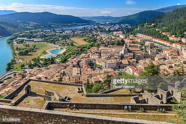 sisteron, the citadel - france - alpes de haute provence stockfoto's en -beelden