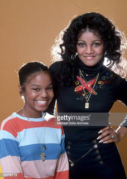 Sisters and pop singers Janet Jackson and LaToya Jackson pose for a portrait session on July 7, 1978 in Los Angeles, California.