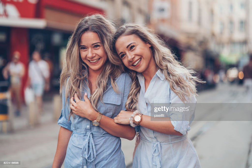 Sisters hold to one another : Stock Photo
