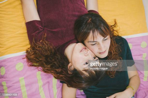 sisters in their bed - showus stock pictures, royalty-free photos & images