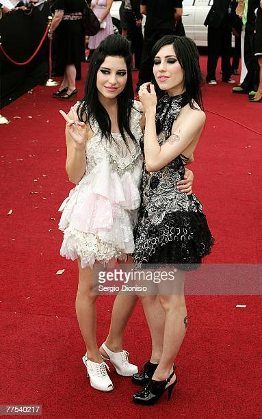 Sisters Lisa Origliasso and Jessica Origliasso of The Veronicas arrive on the red carpet at the 2007 ARIA Awards at Acer Arena on October 28 2007 in...
