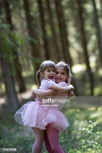 sisters - lituania fotografías e imágenes de stock