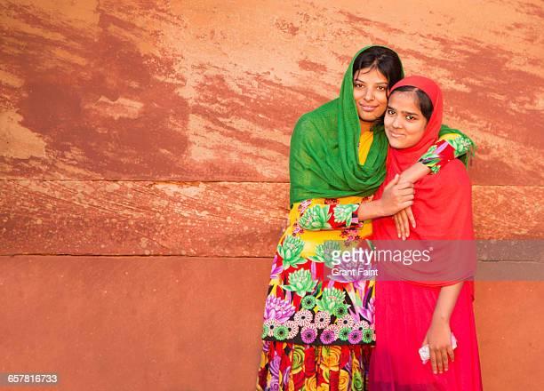 sisters. - agra jama masjid mosque 個照片及圖片檔