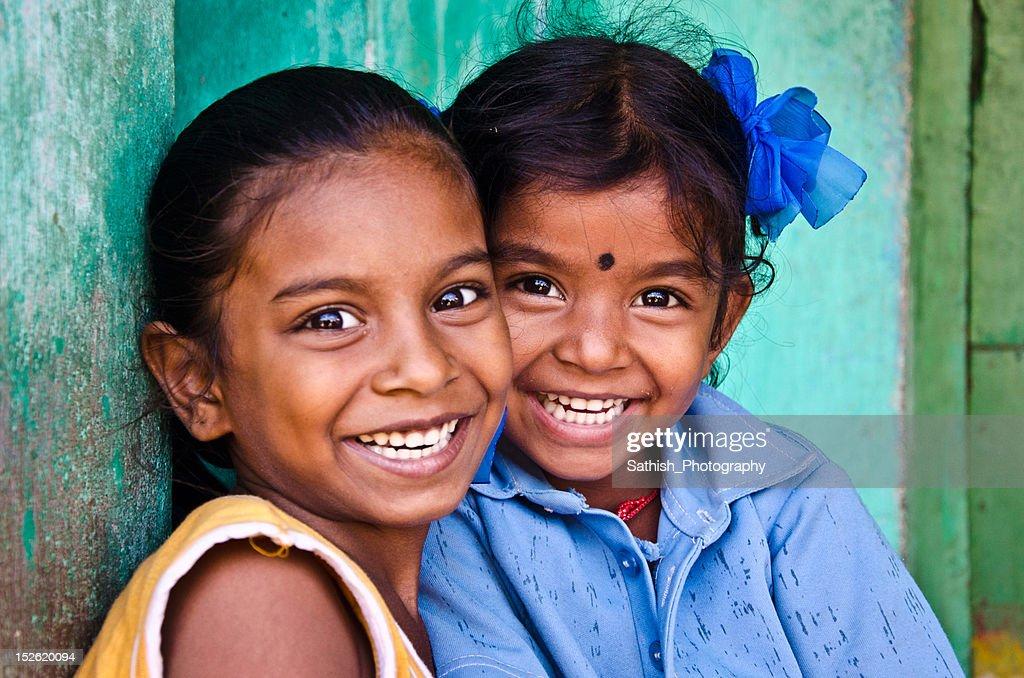 Sisters smiling : Foto de stock
