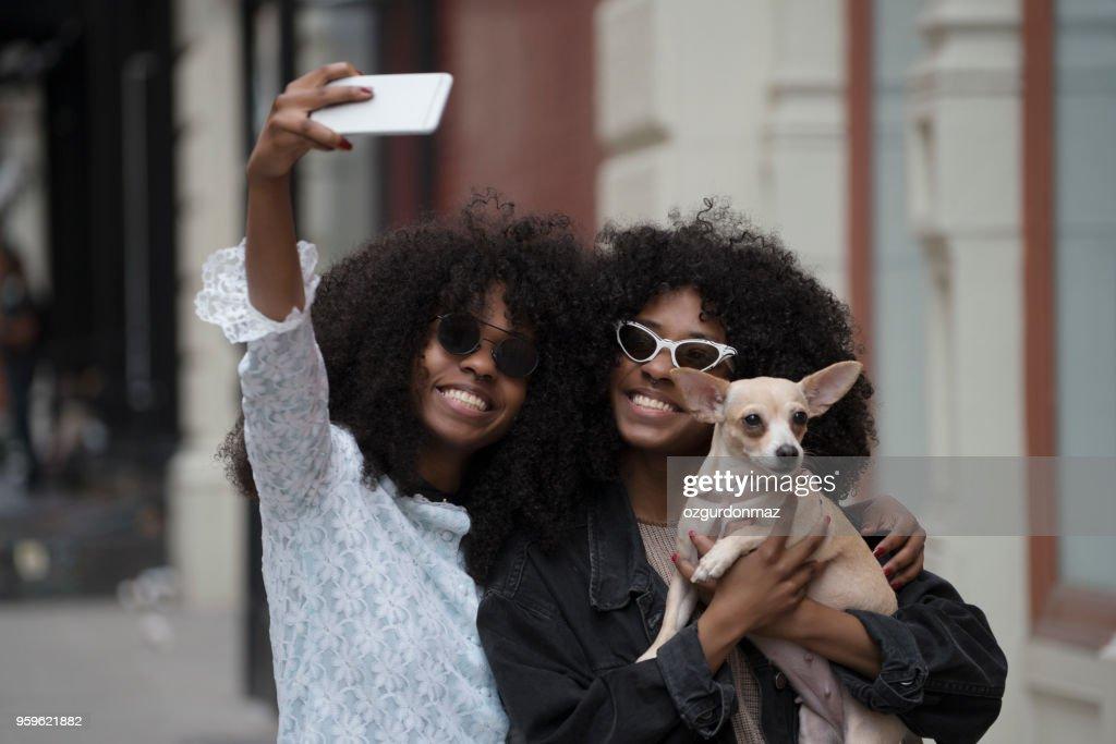 Schwestern mit ihrem Hund, New York : Stock-Foto