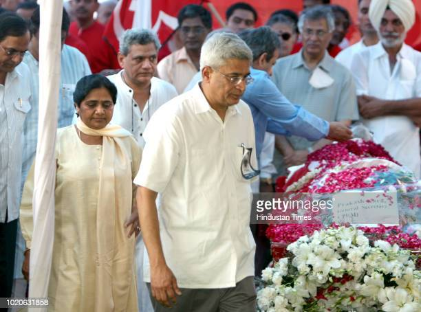 Sitaram Yechury UP CM Mayawati and Prakash Karat pay their last tribute to Comrade Harkishan Singh Surjeet at CPI office on August 3 2008 in New...