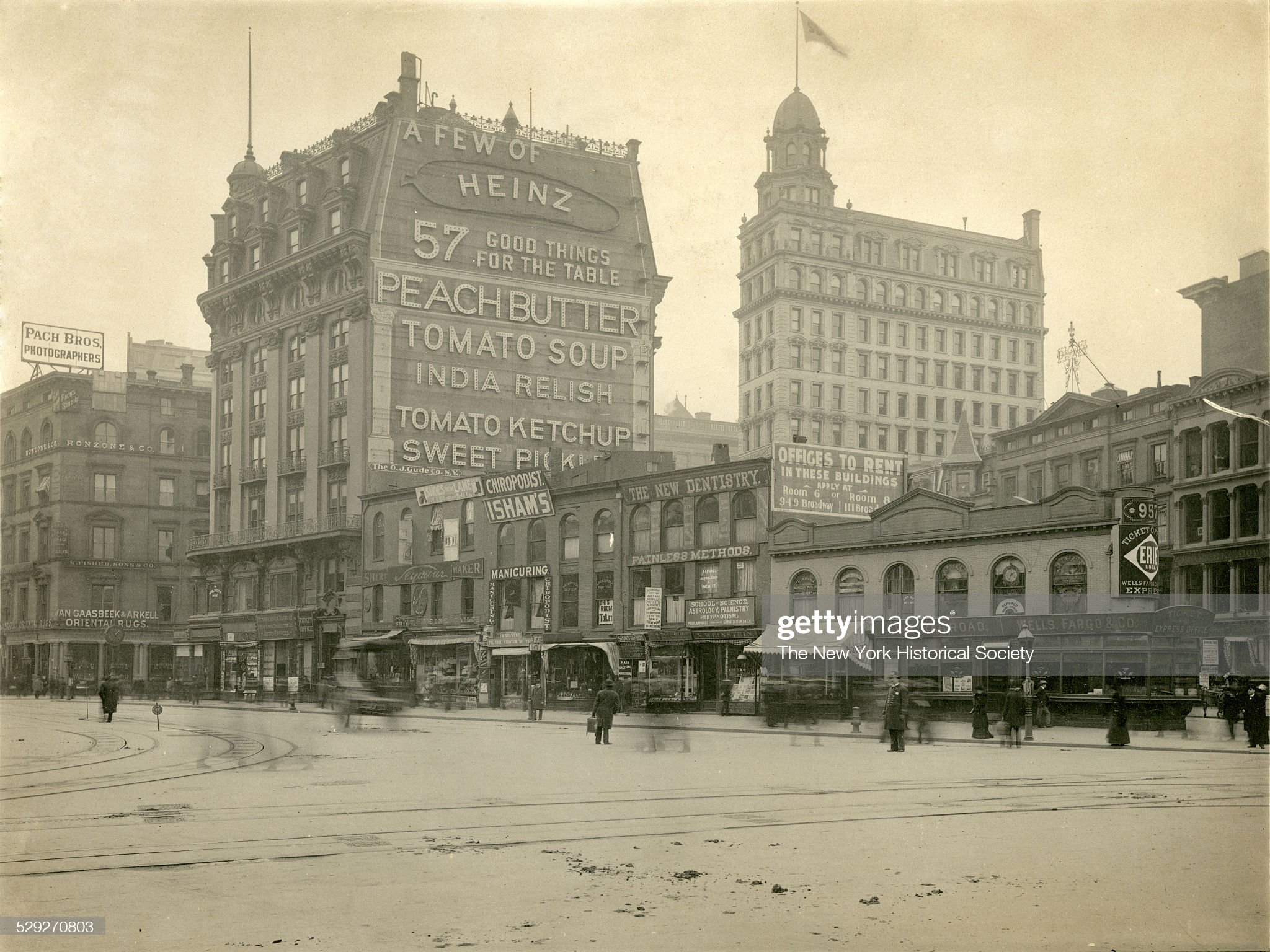 23rd Street at Broadway and Fifth Avenue : News Photo