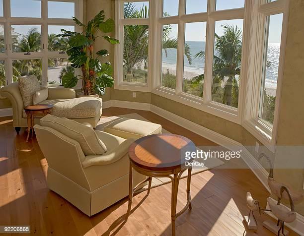 Espace salon avec vue sur la plage de Floride Estate