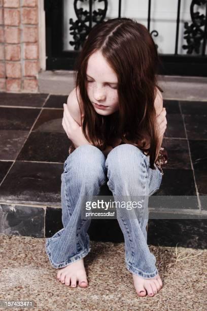 Barefoot Girl Preteen Blue Jeans Photos et images de ...