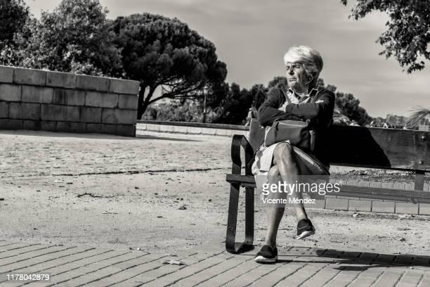 sitting sunbathing in the morning - vicente méndez fotografías e imágenes de stock