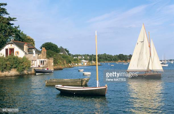 """Situé sur la façade atlantique, le golfe du Morbihan, """"petite mer"""" en breton, est une petite mer intérieure, fermée par la presqu'île de Rhuys. On y..."""