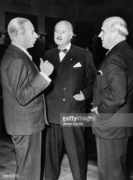 Sitzung der alliierten Hohen Kommissareim französischen Hauptquartier in Berlindie drei Hohen Kommissare im Gesprächvlnr Sir Ivone Kirkpatrick Andre...