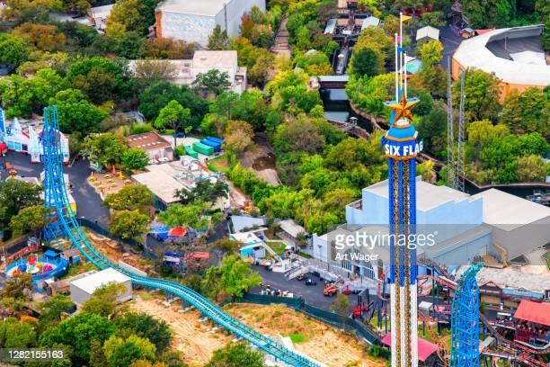 six flags vergnügungspark antenne - arlington texas stock-fotos und bilder