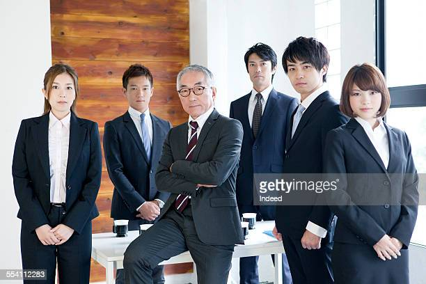 six people making a pose - brown hair ストックフォトと画像
