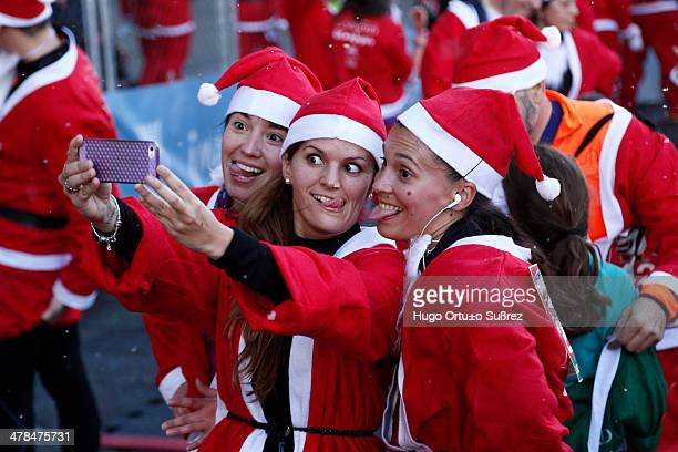 Six thousand runners dressed in Santa Claus costume flooded the Paseo de la Castellana in the second edition of this popular pre-Christmas career...