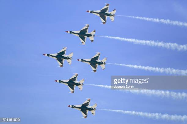 six us air force f-16c fighting falcons - air force thunderbirds stock pictures, royalty-free photos & images