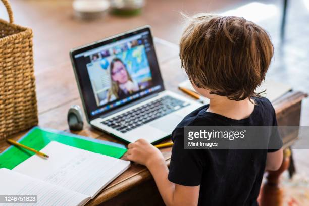 six year old boy having a remote schooling session with his teacher -  eラーニング ストックフォトと画像