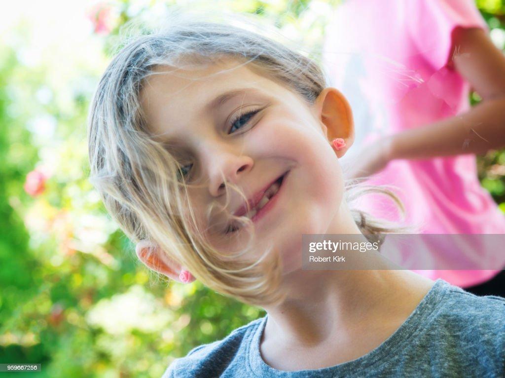 Six year old girl posing : Stock-Foto