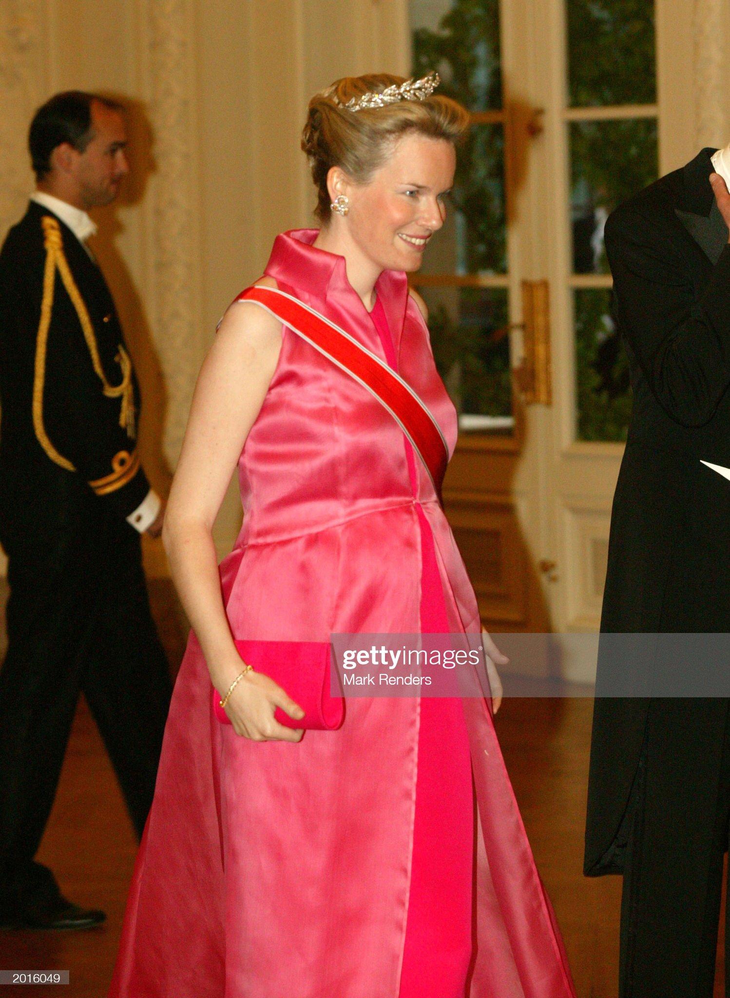 Вечерние наряды Королевы Матильды Norwegian Royals Make State Visit To Belgium : News Photo