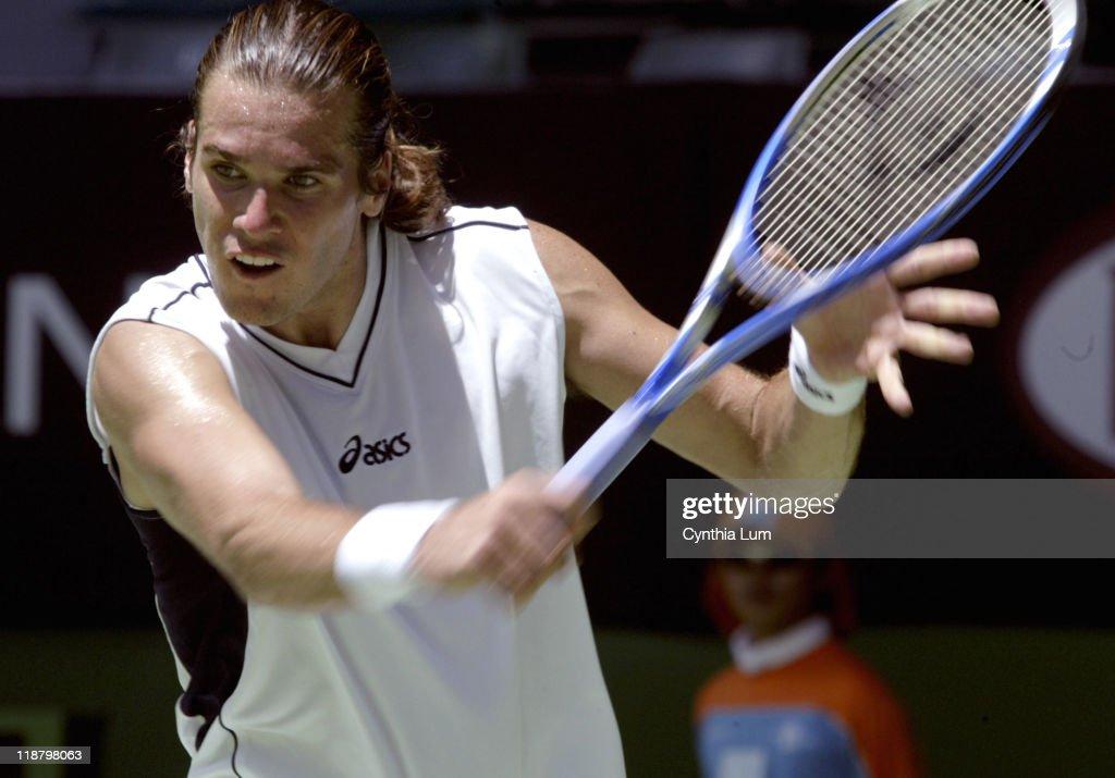 2005 Australian Open - Men's Singles - Second Round - Karol Beck vs Tommy Haas : ニュース写真