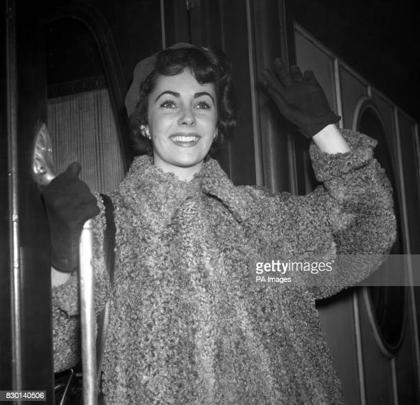 Sixteenyearold British actress Elizabeth Taylor leaving Victoria Station in London for Paris where she will spend a few days before going to the...