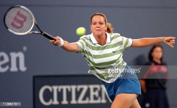 Sixth seeded Lindsay Davenport makes a forehand shot during her first round match against Lori McNeil of the US at the US Open 26 August in Flushing...