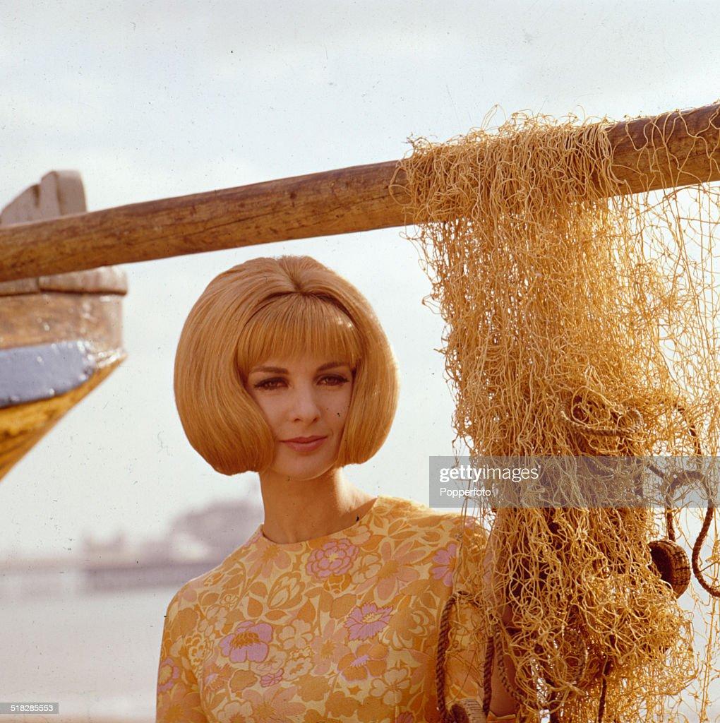 Sixties Bob Cut : News Photo