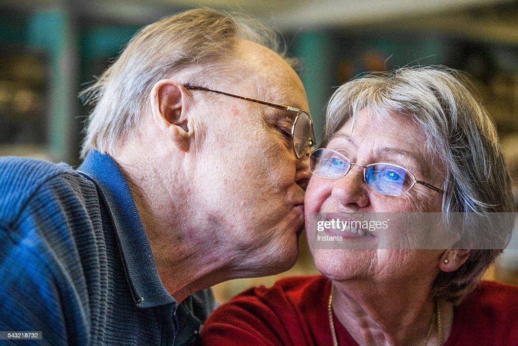 60 年間ので、まだ恋してます! : ストックフォト