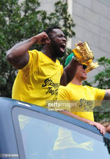 Siya Kolisi and Francois Louw with the trophy during the Rugby World Cup 2019 Champions Tour on November 11, 2019 in Cape Town, South Africa.