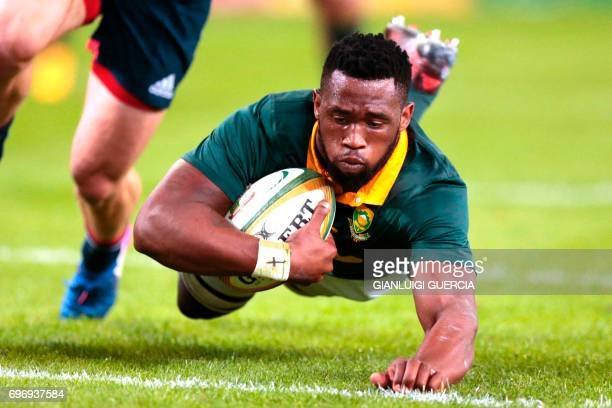 Siya Kolisi of South Africa scores a try during the International test match between South Africa and France at the Kingspark rugby stadium on June...