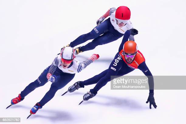 Sjinkie Knegt of the Netherlands #8 Seo Yi Ra of South Korea and Sin Da Woon of South Korea compete on day two in the 3000m Mens Super Final at ISU...