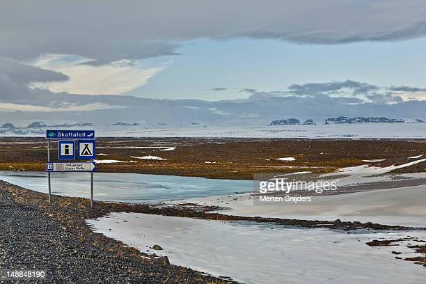 skaftafell sign amidst winter landscape. - merten snijders stock-fotos und bilder