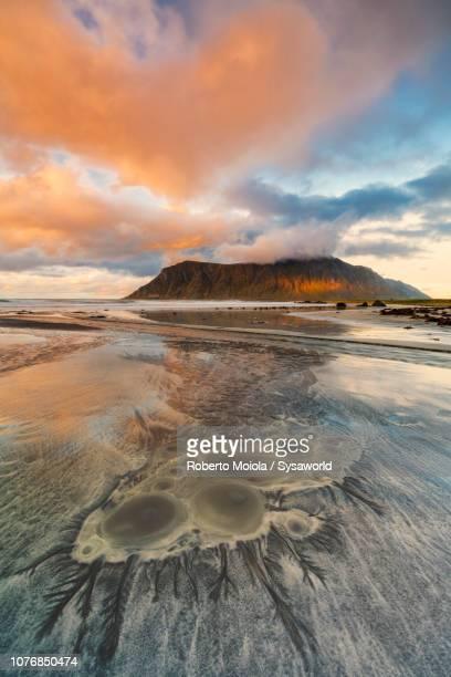 skagsanden beach, flakstad, norway - norden stock-fotos und bilder