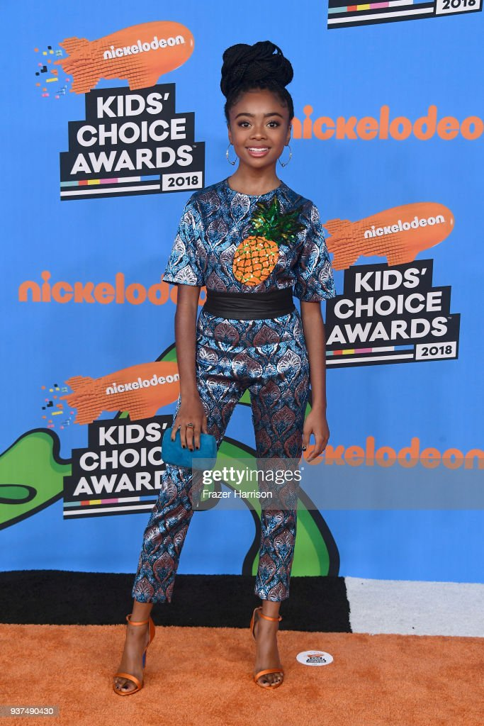 skai-jackson-attends-nickelodeons-2018-kids-choice-awards-at-the-on-picture-id937490430