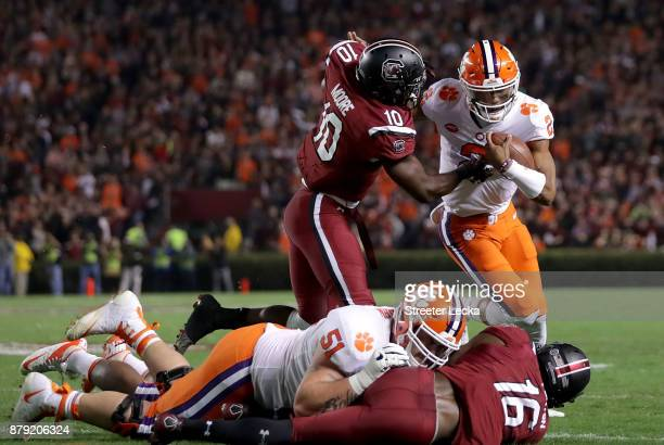 Skai Moore of the South Carolina Gamecocks tries to stop Kelly Bryant of the Clemson Tigers during their game at WilliamsBrice Stadium on November 25...