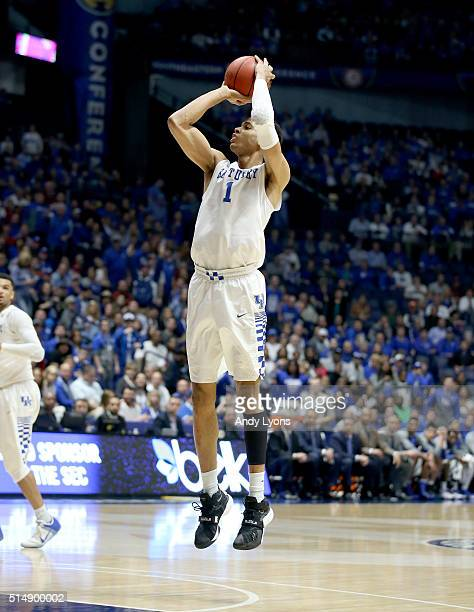 Skal Labissiere of the Kentucky Wildcats shoots the ball in the game against the Alabama Crimson Tide during the quarterfinals of the SEC Basketball...