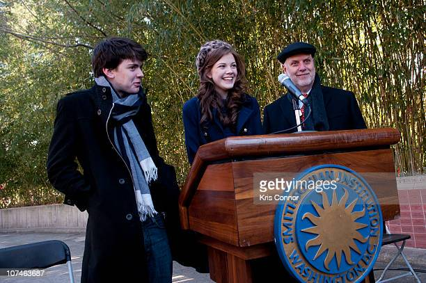 Skandar Keynes Georgie Henley and Dennis Kelly speaks during the Smithsonian's National Zoo Lion Cub naming ceremony at Smithsonian National...