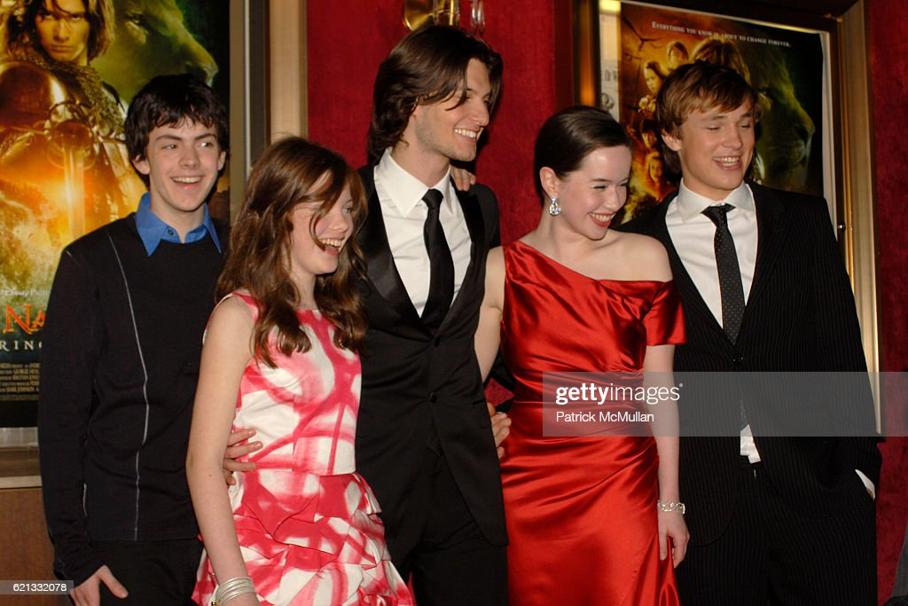 Wie is dating Anna Popplewell